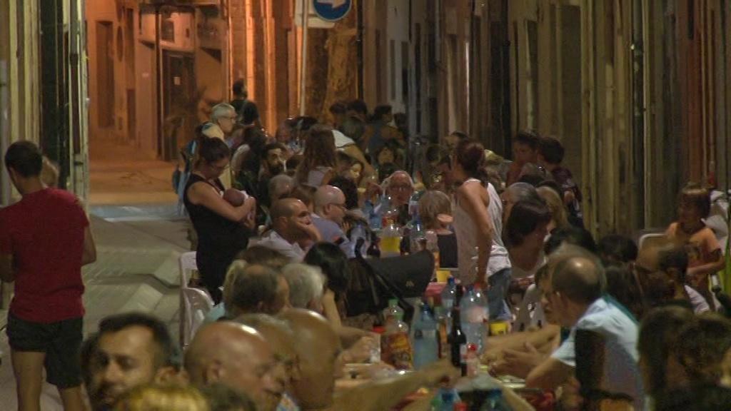 Més de 400 persones participen al sopar de germanor del barri de Sant Martirià