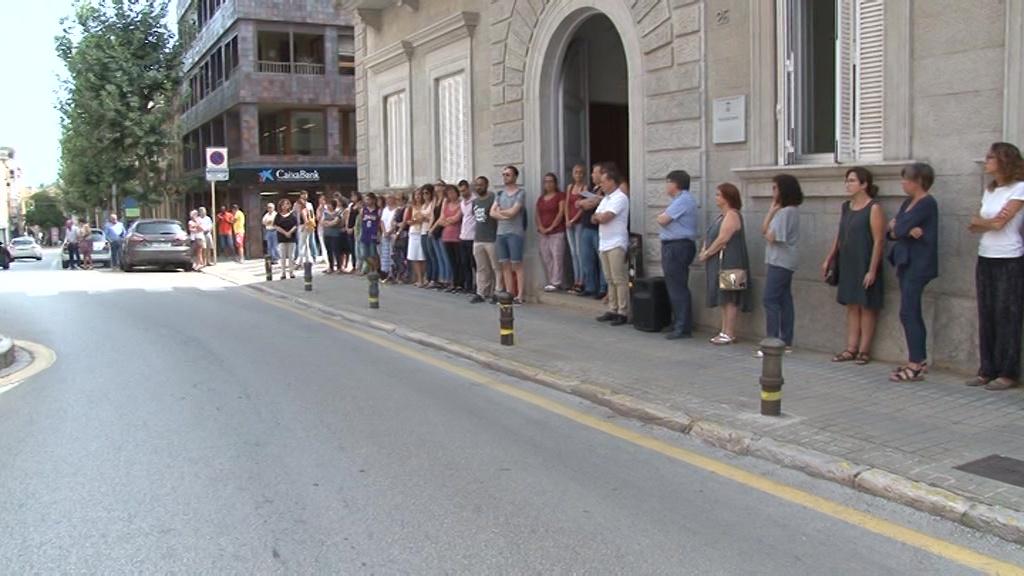 Banyoles recorda l'atemptat de Barcelona amb cinc minuts de silenci