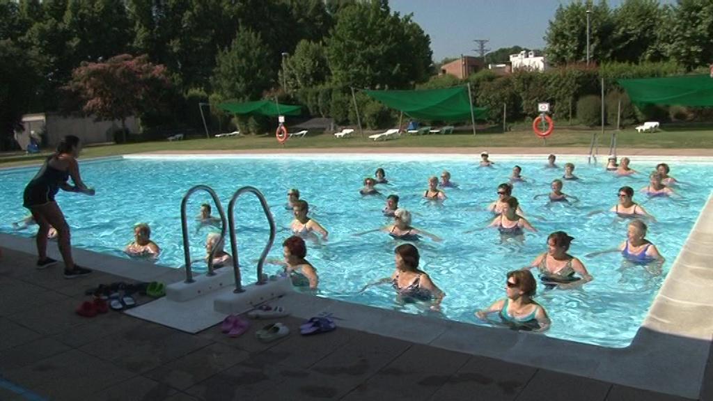 Una seixantena de persones participen a les activitats de la piscina de Cornellà del Terri