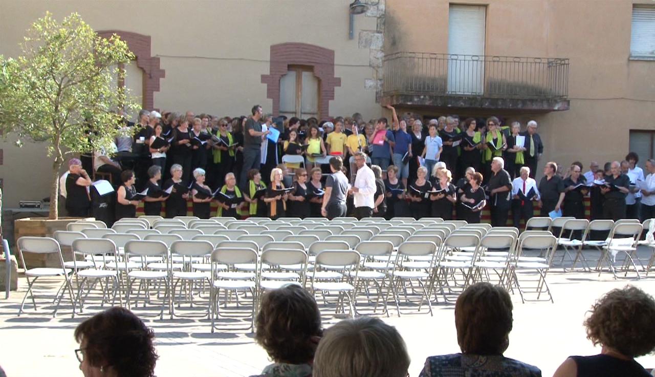 Multitudinària Trobada de Cantaires del Pla de l'Estany, a Serinyà