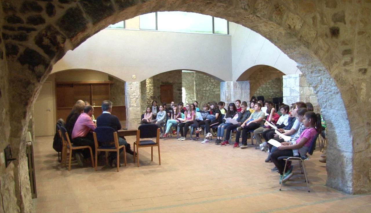 L'Ajuntament de Fontcoberta recull les propostes dels infants en un Ple Jove